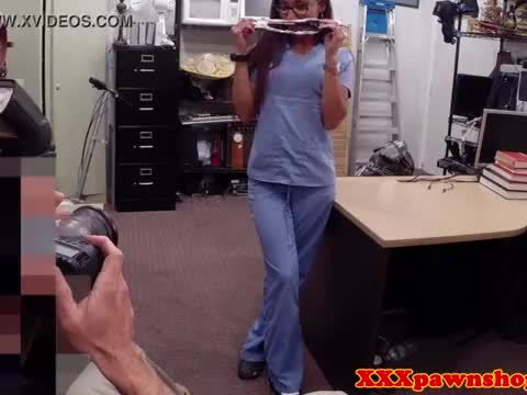 Pawnshop spex amateur sucking cock